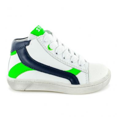 Bonnes chaussures montantes pour enfants de couleur blanche de la marque Stones and Bones