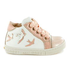 Chaussures blanches ornées d'hirondelles en cuir pour petites filles de la marque Stones and Bones