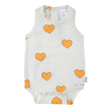 Joli body pour bébés de couleur blanc avec un imprimés à motifs cœurs de la marque Tinycottons au meilleur prix