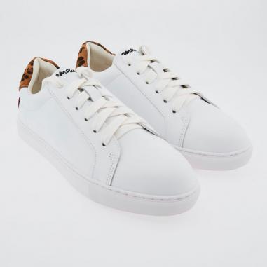 Sneakers simone petit coeur de couleur blanche pour femmes de la marque Bons Baisers de Paname