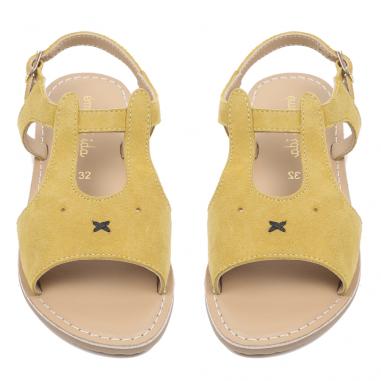 Sublime paire de sandales de couleur jaune représentant un lapin pour enfants de la marque française Emile et Ida