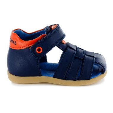 Sandales de couleur marine pour bébés de la marque Stones and Bones adaptées pour les premiers pas