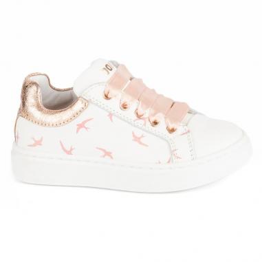 Chaussures en cuir de couleur blanches avec un imprimé à motifs hirondelles pour enfants de la marque Stones and Bones