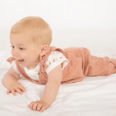 Barboteuse pour bébés dans une teinte terracotta de la marque Les Petites Choses