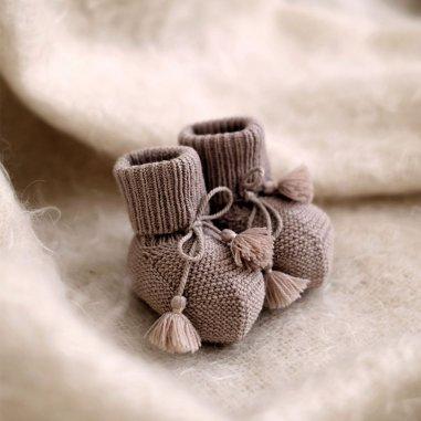 Chaussons taupe pour bébés de la marque Gentil coquelicot paris
