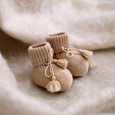Chaussons beige pour bébés de la marque Gentil Coquelicot Paris