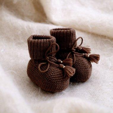 Chaussons chocolat pour bébés de la marque Gentil Coquelicot Paris