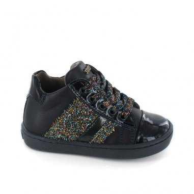 Chaussures noires pour enfants de la marque Stones and Bones