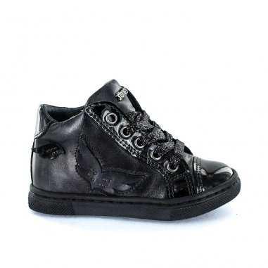 Chaussures noires et vernis pour enfants de la marque Stones and Bones