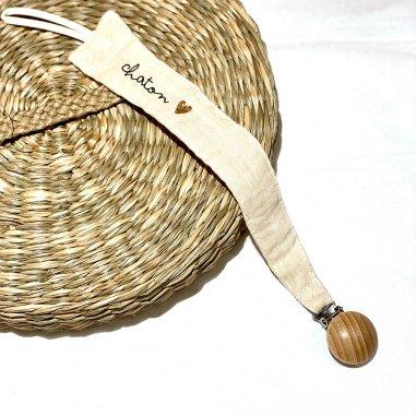 Attache tétine pour bébés en coton avec inscription Chaton de la marque Atelier Wagram
