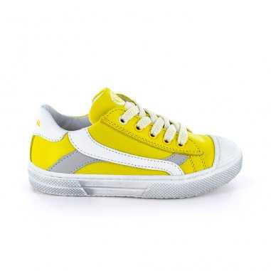 Chaussures de couleur jaune pour enfants de la marque Stones and Bones