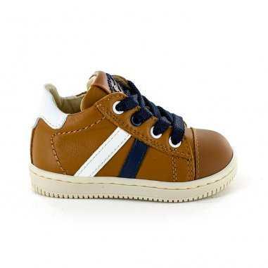 Chaussures de couleur caramel pour enfants de la marque Stones and Bones