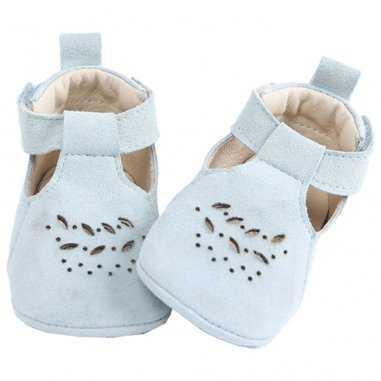 Chaussons de couleur écume pour bébés de la marque Emile et Ida
