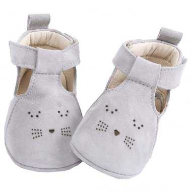 Chaussons chat de couleur gris clair pour bébés de la marque Emile et Ida