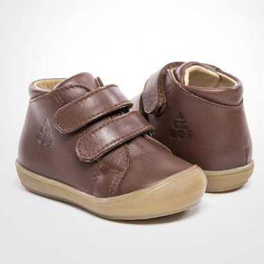 Chaussures premiers pas à scratchs caramel de la marque Acebos