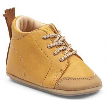 Chaussures pré-marche camel pour bébés de la marque Easy Peasy