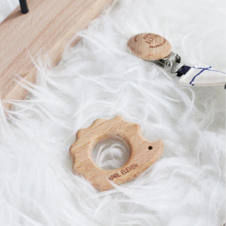 Anneau de dentition en bois de la marque April Eleven pour bébés