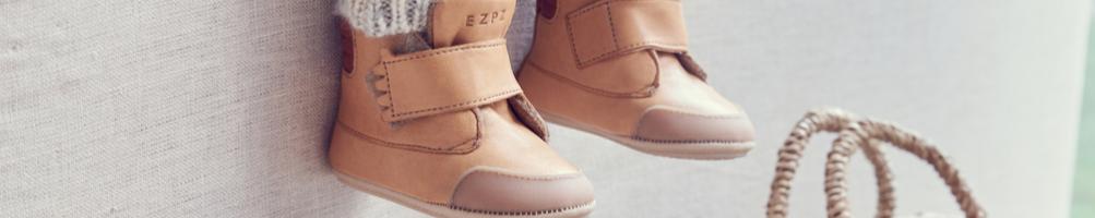 Apprentissage de la marche : chaussures adaptees pour les premiers pas des enfants